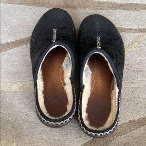 Black Ugg Slipper